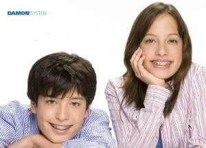 dzieci z aparatami ortodontycznymi